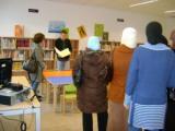 Les alumnes de català inicial de l'Arboç visiten la Biblioteca Municipal